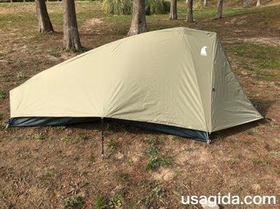 右側から見たモンベルのテント「ムーンライト1型」