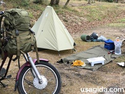ソロキャンプの風景とバイク