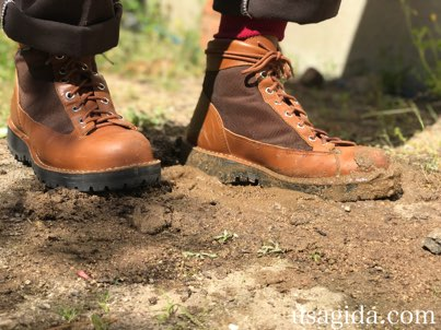泥に立つダナーフィールド