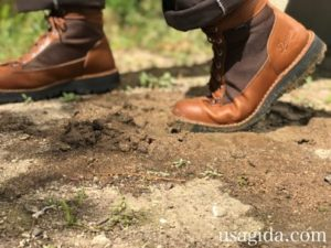 泥道を歩くダナーフィールド