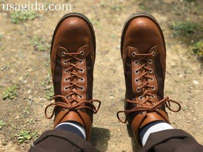 ギュッと靴紐を結ばれたダナーフィールド