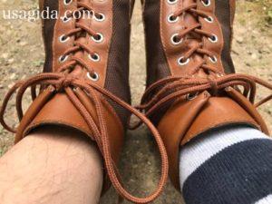 左は裸足で、右は靴下で履かれたダナーフィールド