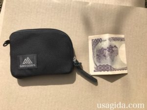 グレゴリーのコインワレットと二つ折りの5000円札
