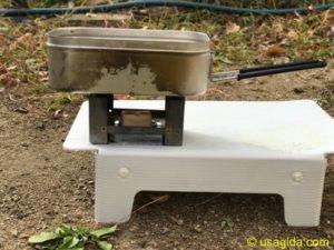カスケードワイルドのウルトラライトフォールディングテーブルとエスビットのポケットストーブ