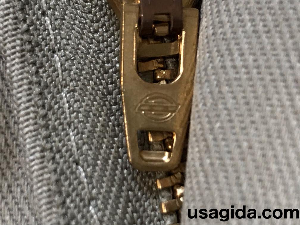 ディッキーズ874のファスナーのロゴ