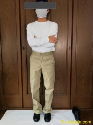 ディッキーズ874のカーキ色を穿いた人