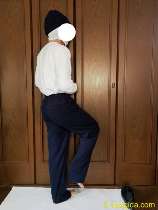 グラミチパンツを裸足で穿いた人