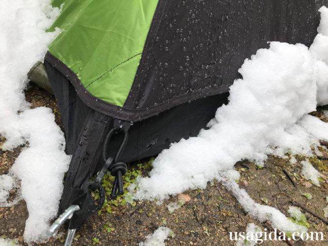 コールマンのツーリングドームSTについた雪