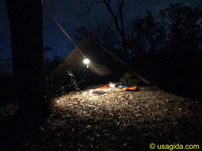 ハンモックソロキャンプの空間を照らすスノーピークのたねほおずき